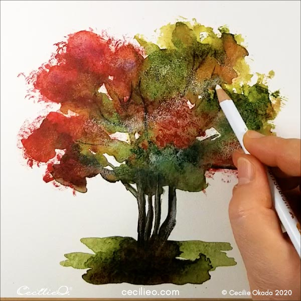 Drawing with colored pencils to create a dynamic impression of leaves.